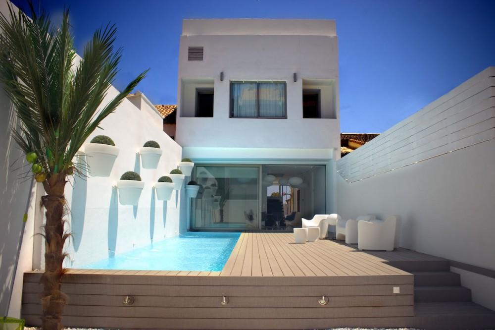Вилла современного стиля на пляже Валенсии.